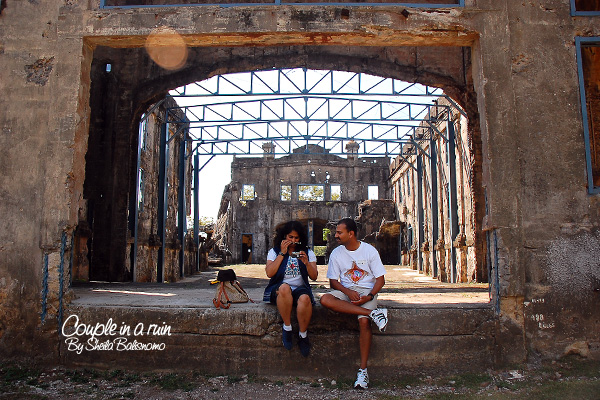 Couple in a ruin